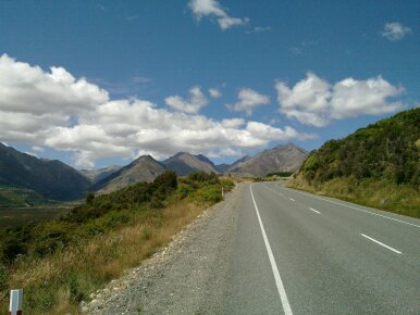 road up a saddle between Mahapoura and Clifden
