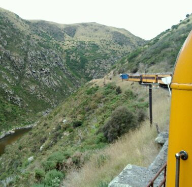 taieri gorge from the train